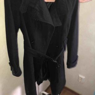 Snygg kappa som knappt är använd från pepe jeans (London). passar allt från XS-M då man själv kan justera.