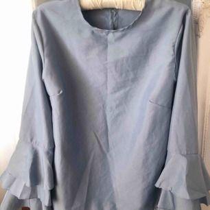 Fin blus använd vid ett tillfälle. Kan mötas i västervik eller fraktas 💜