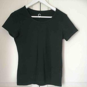 Mörkgrön t-shirt från Cubus, grönare i verkligheten! Använd nån enstaka gång.