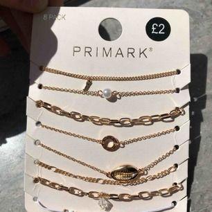 Tänkte om någon är intresserad av dessa armbanden. Köpte dem men ångrade sedan det och eftersom att primark inte finns i Sverige kunde jag inte byta dem /: Kände att de skulle vara jätteonödigt att bara slänga de. Frakten kostar 9kr.