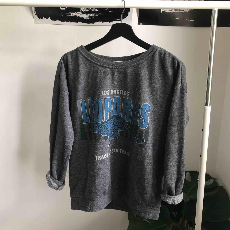 Lite oversized collegetröja/sweater ifrån Cubus 💕 Gratis frakt. Tröjor & Koftor.