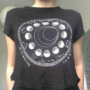 Brandy Melville-inspirerad t-shirt med astrologi tryck ifrån H&M💕
