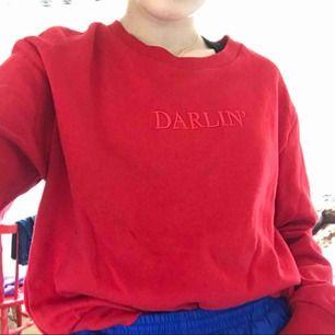 Supermysig sweatshirt från Hm med darlin' broderat på den. Använd ett fåtal gånger, frakt tillkommer 🥰