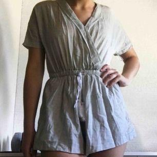 Jättefin body som ser ut som en strandklänning från Chiquelle. Köpt för 500kr och säljs för 120kr + 64kr frakt💗💗💗