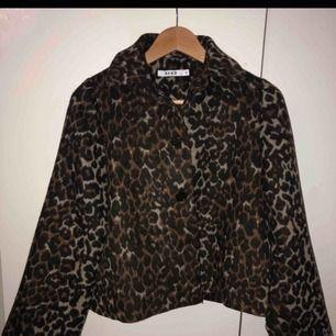 Snyggaste leopard jackan, från nakd⭐️ använd fåtal gånger