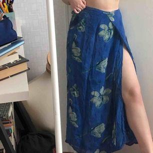 super bekväma blå kjol. det kan passa alla storlekar eftersom det är justerbart!