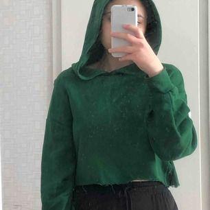 grön hoodie, beskuren och super bekväm
