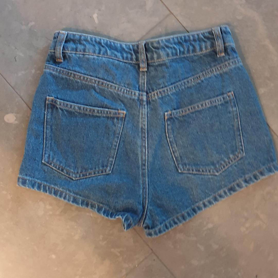 Shorts från H&M x Coachella kollektionen för några år sedan. Oanvända med prislappen kvar. Snygg passform men lite för korta för min smak. Shorts.