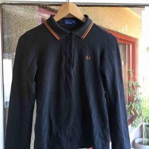 fred perry tröja med glitterkrage! vintage, snygg å modsig:-)