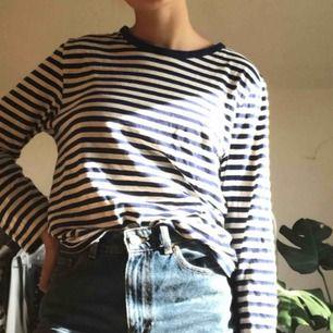 Super fin blå o vit randig tröja från Monki. Endast använd 1 gång så är i nyskick. 💕