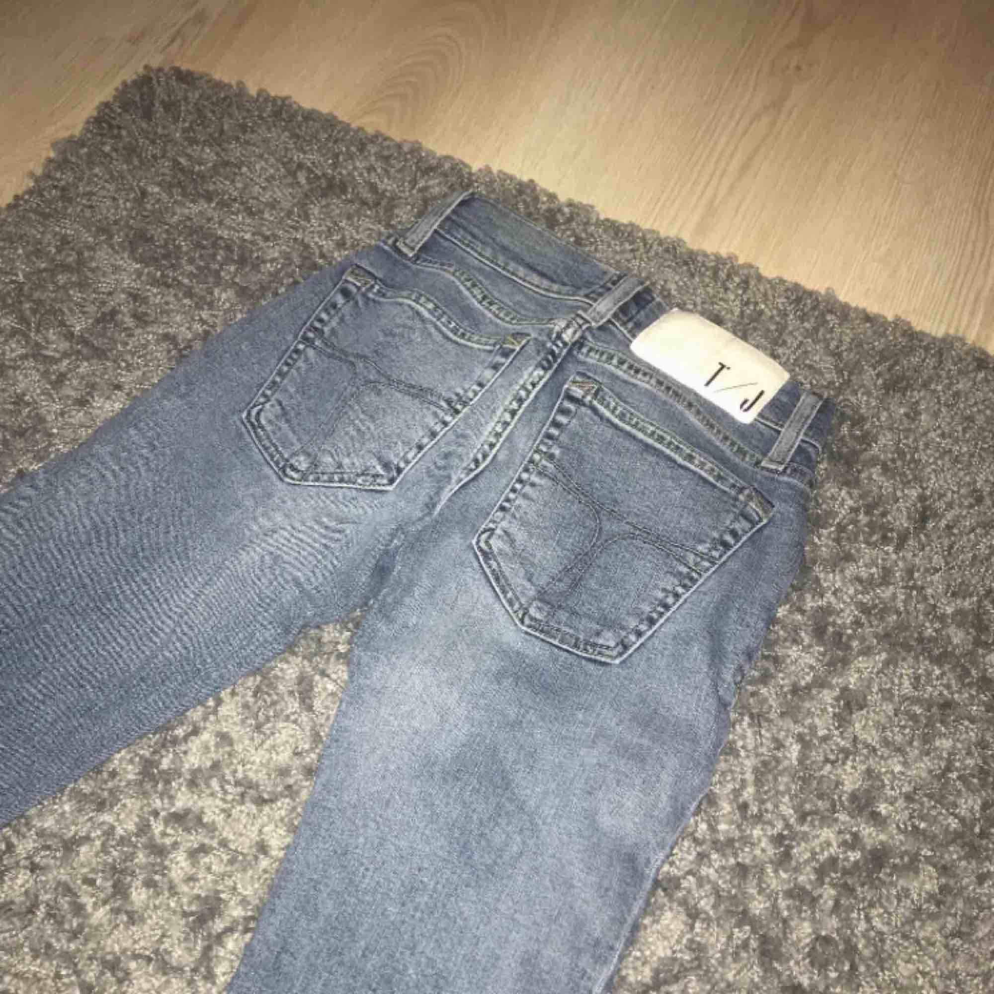 Tiger of Sweden jeans. Supersnygga men tyvärr små i storlek och passar därav inte mig. Modell: Slender. Program: Lynn. Ordinarie pris 1400:- Frakt: 59:- 🥰. Jeans & Byxor.