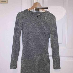 Tajt klänning ifrån Hm i storlek 38. Frakt står köparen för, skriv gärna om ni har några frågor!!