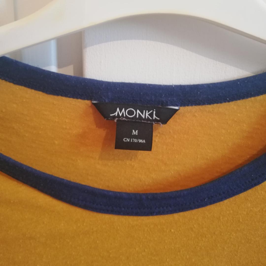 Unik och cool tröja från monki . T-shirts.