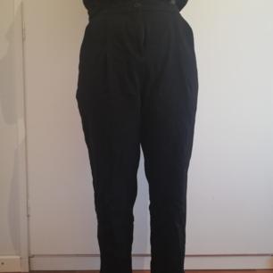 Svarta mycket sköna kostym byxor