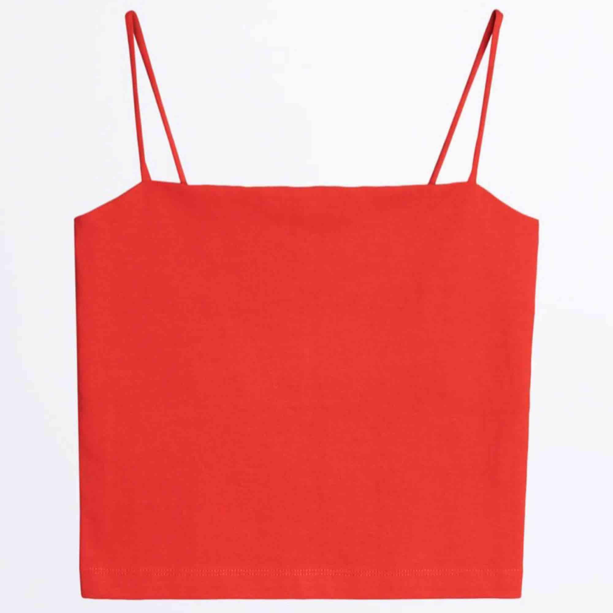 Scarlet linne från Ginatricot. Använd 1 gång! Frakt på 20kr tillkommer :). Toppar.