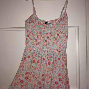 """Väldigt söt och fin """"strandklänning"""" från hm i strl 34"""