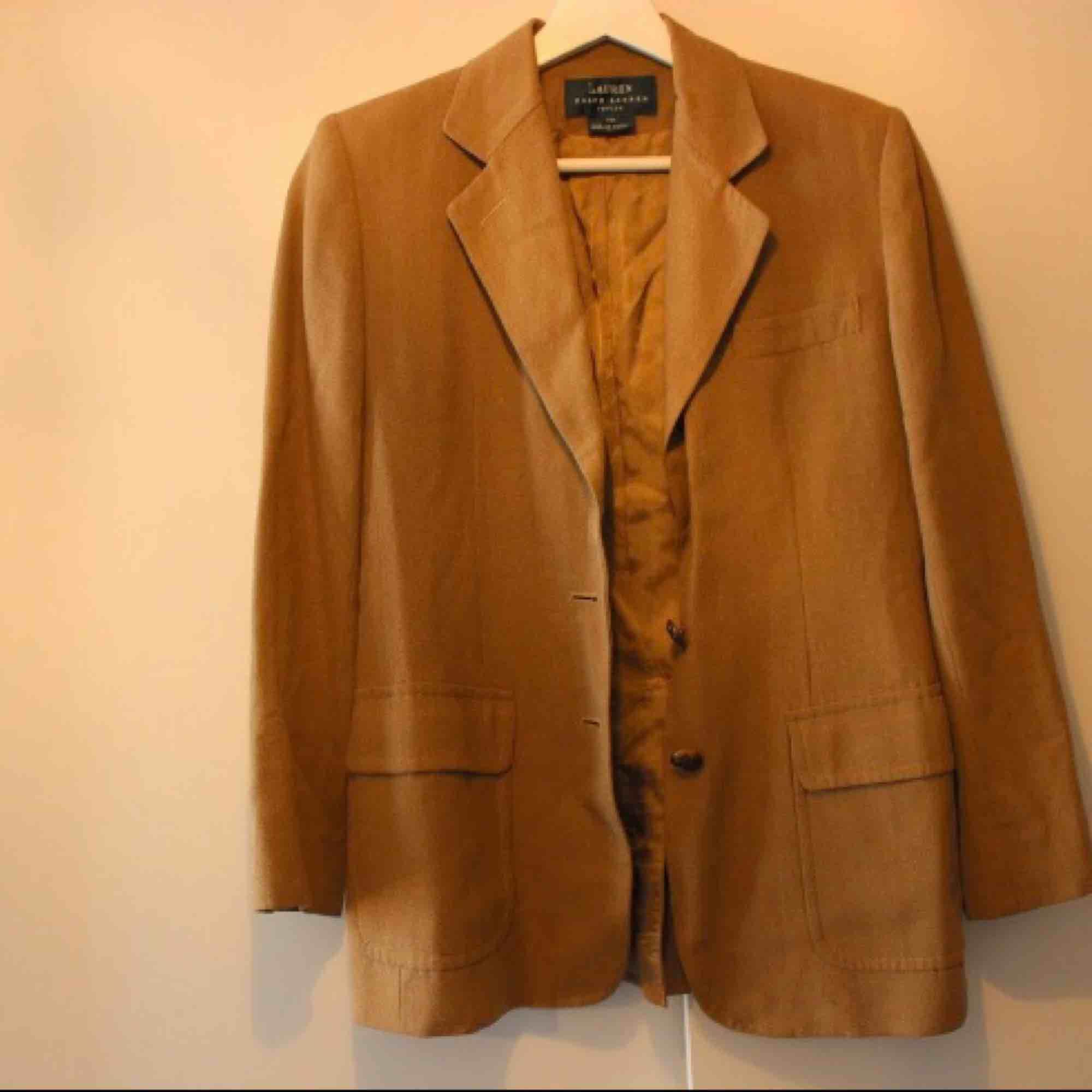 Kostat en del, men säljer för lågt pris då den bara ligger ☺️ Frakt: 79:-. Kostymer.