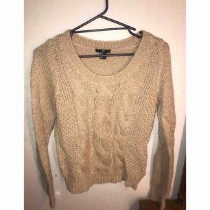 ⭐️ Stickad tröja från H&M. Frakt ingår i priset. ⭐️
