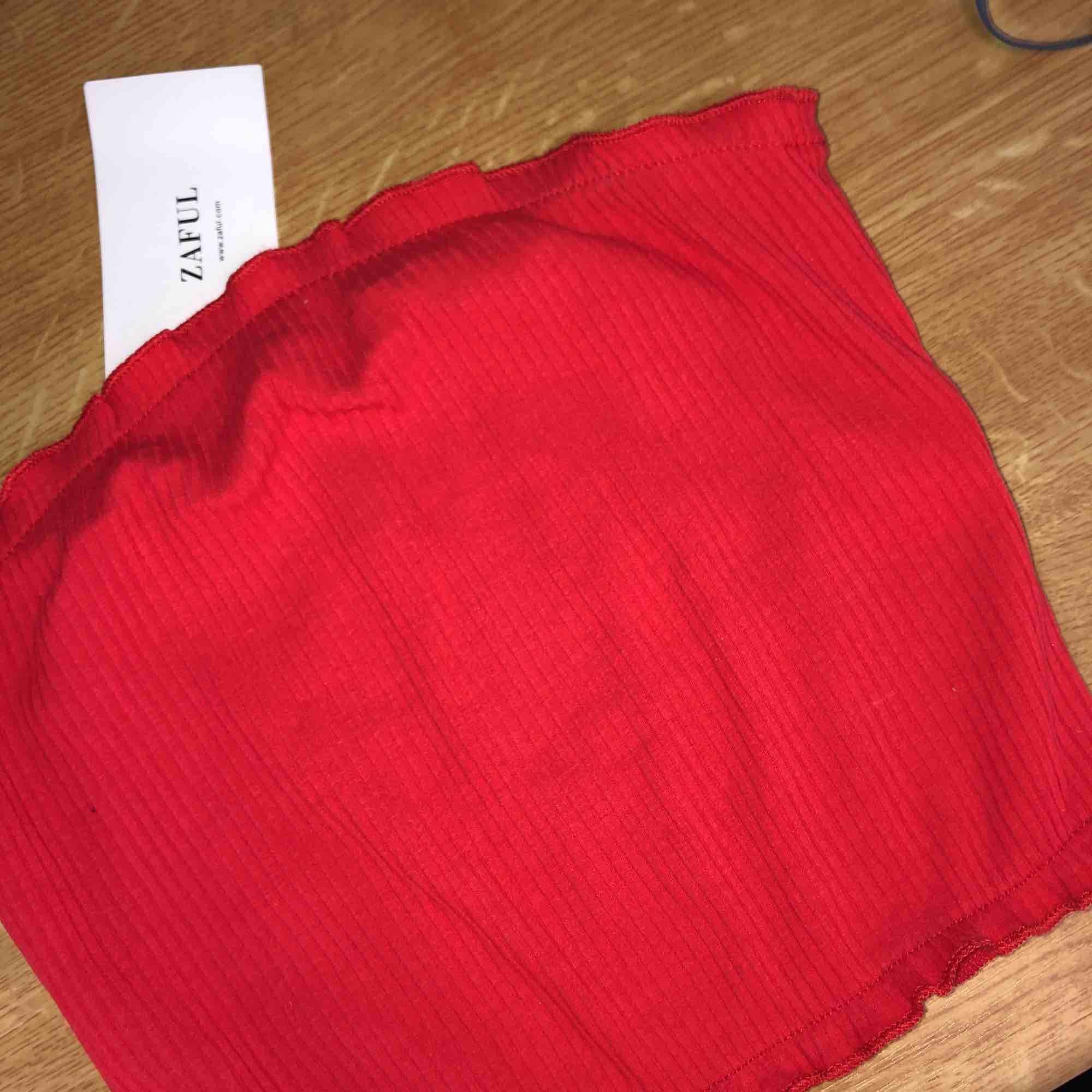 Jätte gullig fin röd topp utan band från zaful, helt oanvänd med lappen kvar! Storlek S . Toppar.