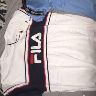 2 helt nya T-shirtar i storlek medium som var för små för mig, köptes för 550kr säljs för 300kr.
