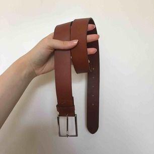 Ljusbrunt bälte äkta läder