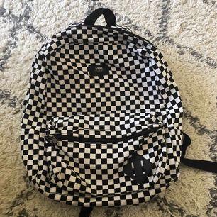 Riktigt snygg ryggsäck från VANS, knappt använd så nästan som ny!