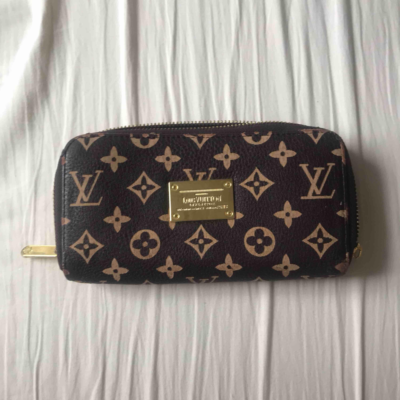 A-kopia Louis Vuitton plånbok. Väskor.