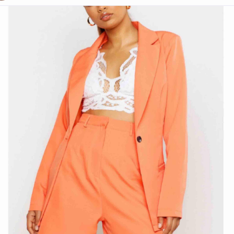 Säljer detta fina setet från boohoo! Hör av er för mer info :). Kostymer.