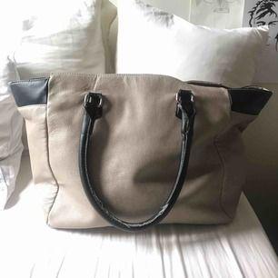 Snygg handväska, slitna handtag