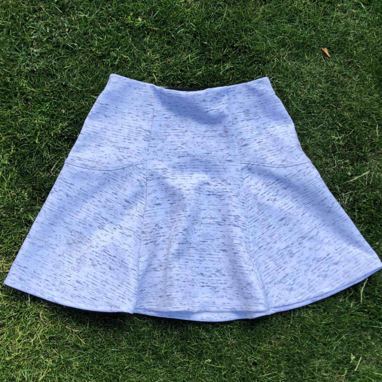 Jättesöt kjol! Passar XS och S, midjan är i stretch. Frakt är inkluderat. Kjolar.