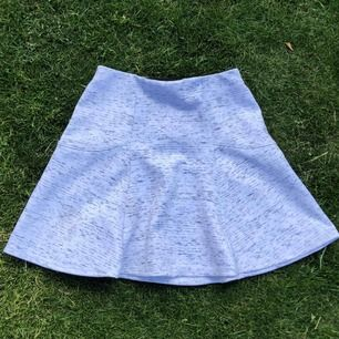 Jättesöt kjol! Passar XS och S, midjan är i stretch. Frakt är inkluderat
