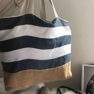 Snygg strandväska, randig, blå och vit