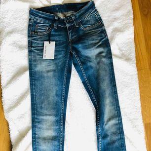 Tiger jeans helt nya
