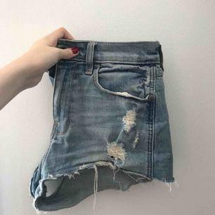 Hollister-shorts i stretchigt material, skulle säga att de passar bäst på någon som har storleken XS. Vintage-modell