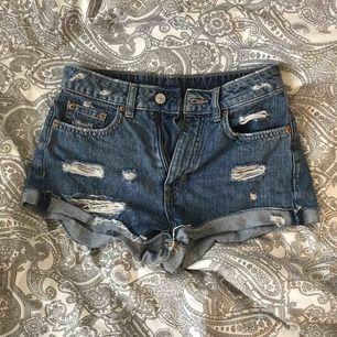 Skitsnygga shorts som är mina favvisar men de är för små för mig nu:(