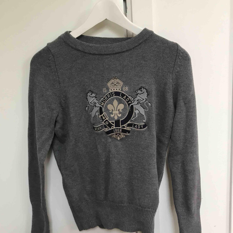 Stilren tröja ifrån Morris i storlek S. Jättefint skick då den knappast är använd! Passar till alla outfits året runt:). Tröjor & Koftor.
