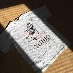 Yohio T-shirt med hans riktiga autograf (har aldrig haft på mig den) frakten står köparen