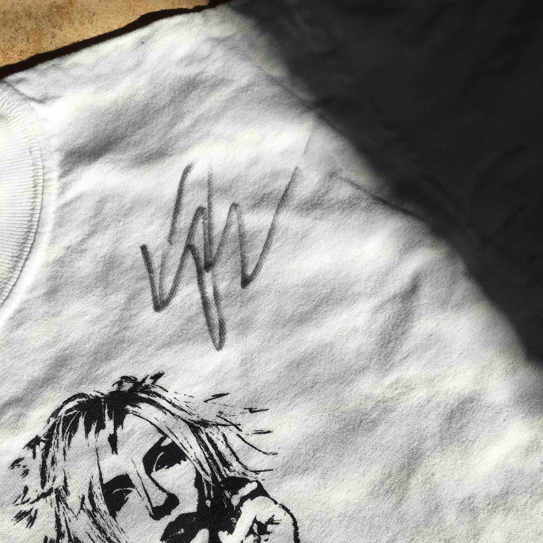 Yohio T-shirt med hans riktiga autograf (har aldrig haft på mig den) frakten står köparen  . T-shirts.
