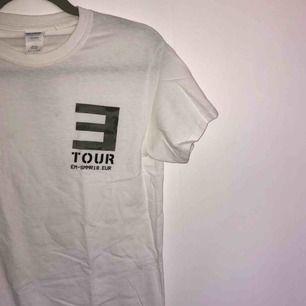 Unisex T-shirt från eminens merch, köpt på hans konsert 2018, använd 1 gång. Ordinarie pris 350kr. Pris kan diskuteras.