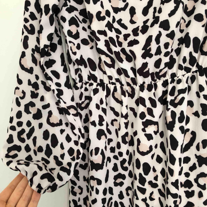 Klänning med leopardmönster. Superfin!! 🐆. Klänningar.