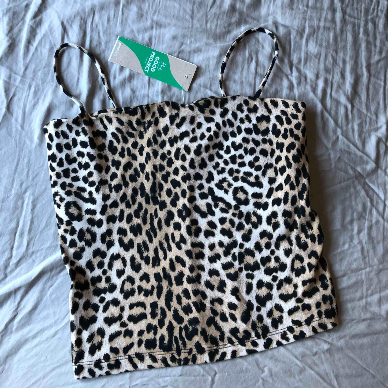 Leopard-linne från Gina Tricot. Oanvänt med lapparna kvar! Ordinarie pris 99kr.. Toppar.