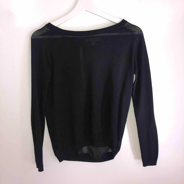Långärmad tröja med mesh i ryggen, köparen står för frakt. Toppar.
