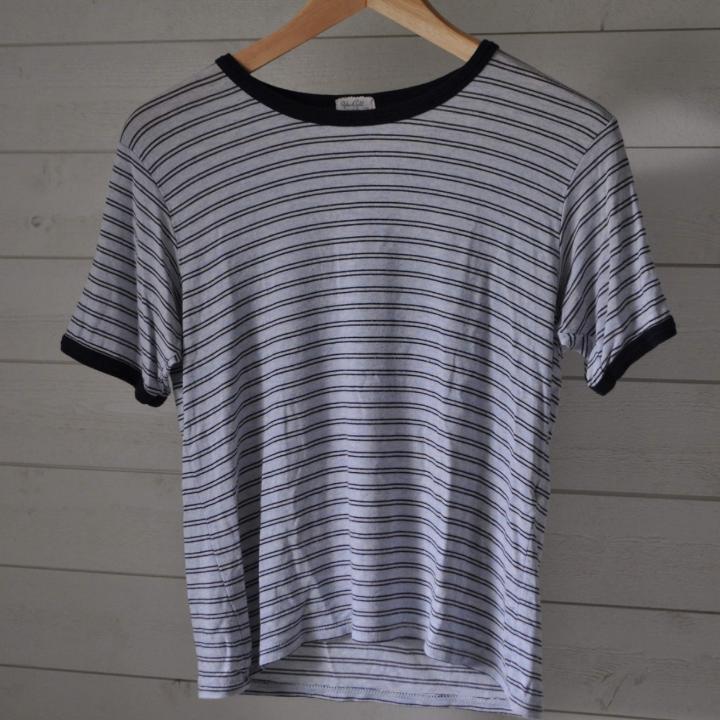 Fin cropped tshirt från Brandy Melville. Passar s-m. T-shirts.