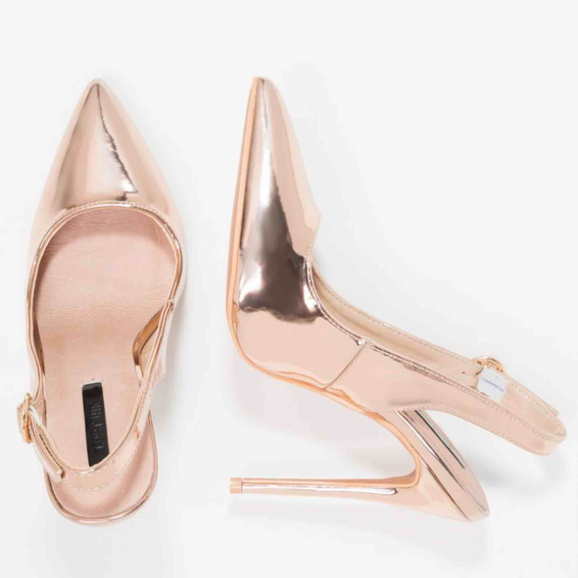 Metallic Rose Gold Shoes Pointed Toe heels sise 36. Skor.
