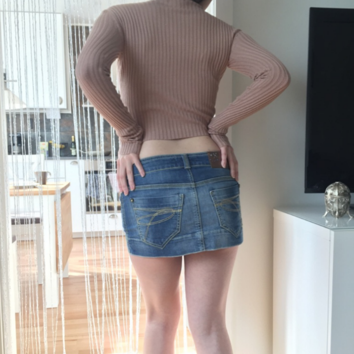 Fin classy ungdomlig tröja som är lite cropped nedtill❤ Nudebeige trendig färg! Frakt: 42:- Postens S-emballage . Toppar.