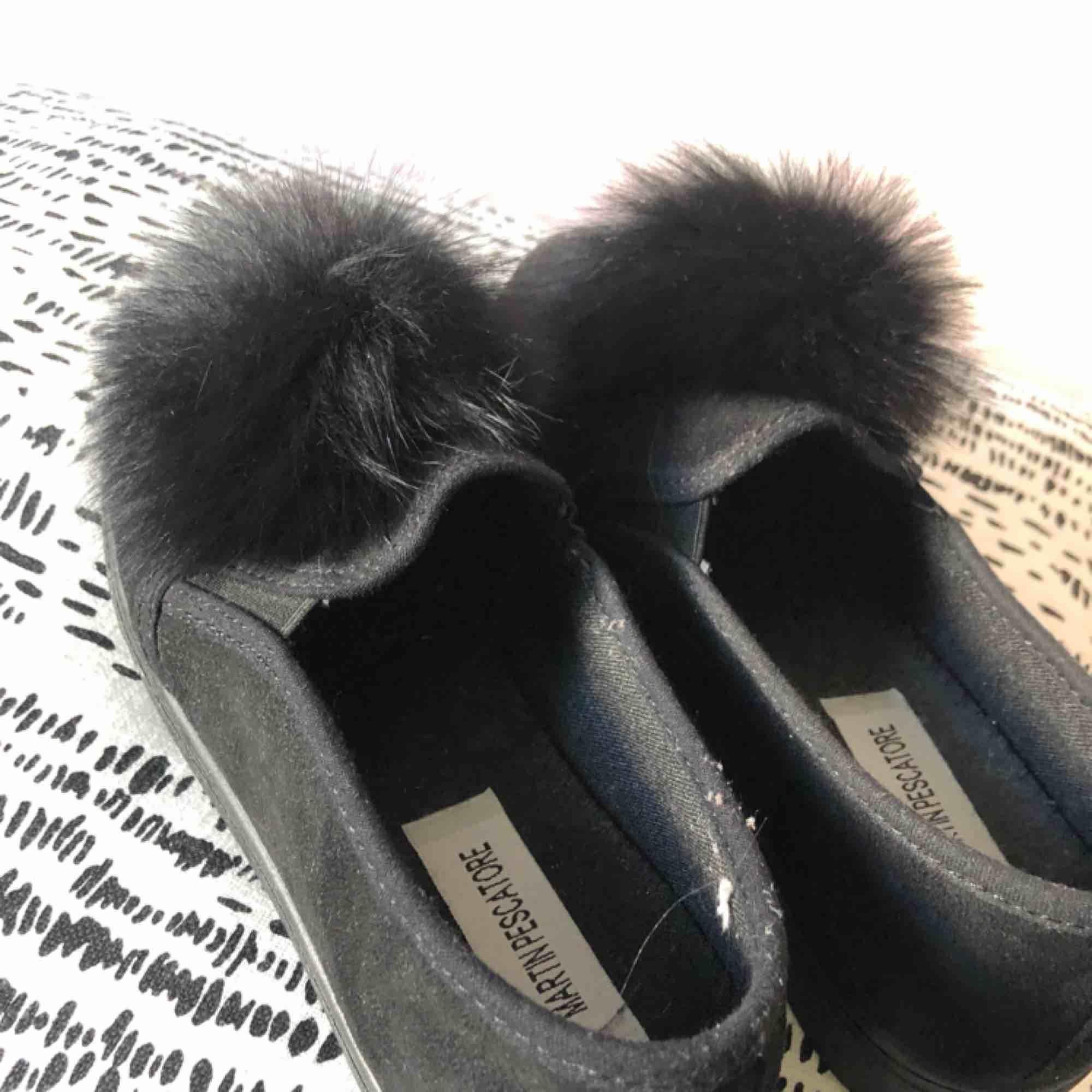Skit snygga skor som jag köpte i Italien för något år sedan som tyvärr var för små för mig. Helt oanvända men har tyvärr nt kartongen kvar:(. Skor.