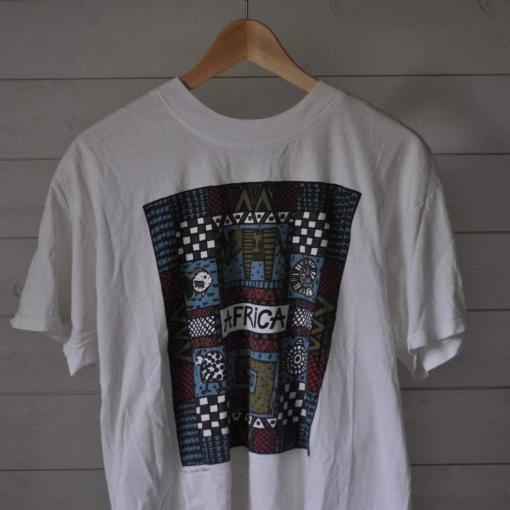 Fin och unik Afrika tröja, storlek large.🌻 . T-shirts.