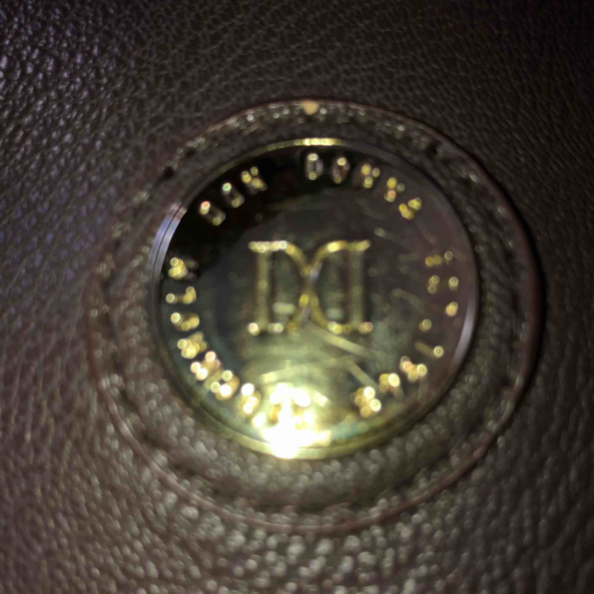 Snygg väska från Don Donna. Köpt på Drottninggatan. Fint skick och nästan nt använd  Kan frakta annars mötas upp i Sthlm . Accessoarer.