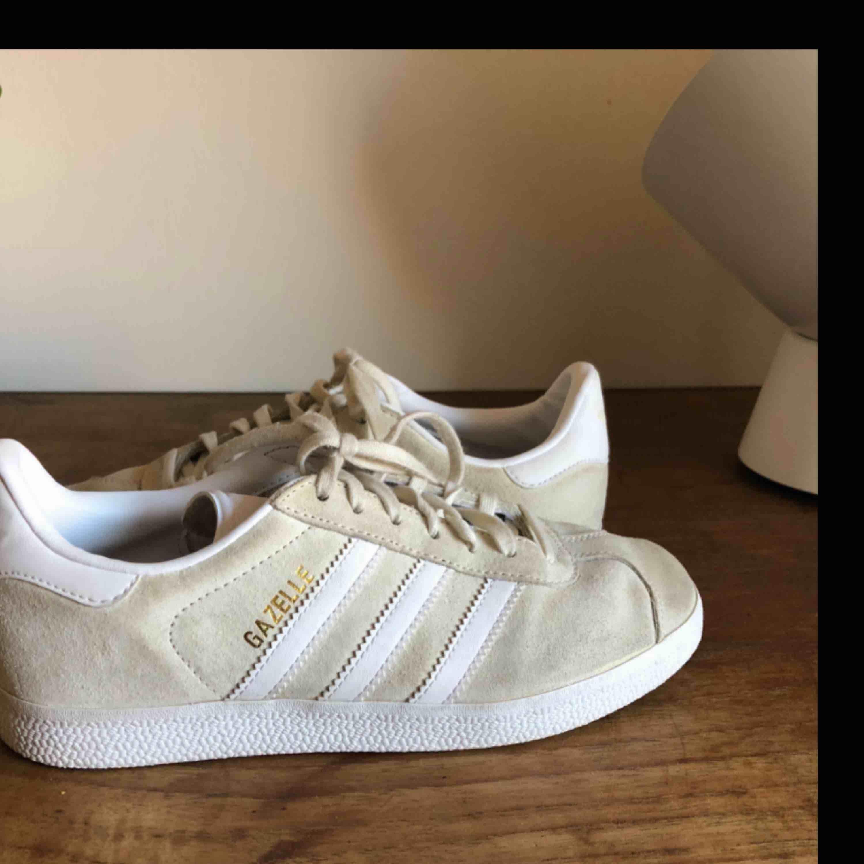 Köp mina fina Adidas Gazelle Finns att hämta i Malmö eller skickas. Köparen står för frakt . Skor.