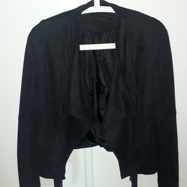 Säljer denna fake mocka jacka från Chelsea Göteborg stl M, skulle funka på en S med,  använd 1 gång. Väger 460 g, vilket är 60 kr frakt.  Finns på Teleborg i Växjö. Kan mötas i Växjö.. Jackor.